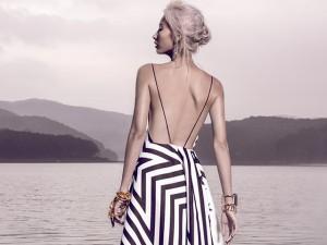 Thời trang - Hằng Nguyễn diện váy in họa tiết sao gợi cảm