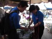 Thị trường - Tiêu dùng - TP.HCM: Lấy mẫu rau quả chợ đầu mối kiểm tra