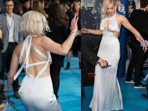 """Jennifer Lawrence lại  """" vồ ếch """"  khi diện váy khoét xẻ"""