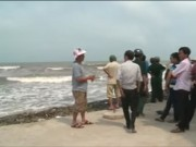 Video An ninh - 3 học sinh lớp 11 bị sóng biển cuốn mất tích