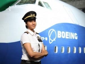 Thế giới - Gặp nữ phi công xinh đẹp trẻ nhất Ấn Độ