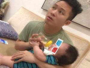 """Facebook sao 12.5: Tùng Dương tung ảnh  """" ông bố của năm """""""