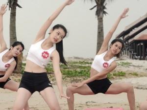 Thời trang - Dàn thí sinh Hoa hậu Biển tập yoga khoe dáng trên cát