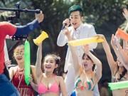 Video An ninh - Sốc với clip mặc bikini hát bolero ở hồ bơi