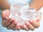 Sức khỏe đời sống - Lợi ích bất ngờ từ nước đá ít ai biết