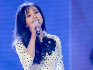 Vy Oanh nghẹn ngào khi hát về tuổi học trò