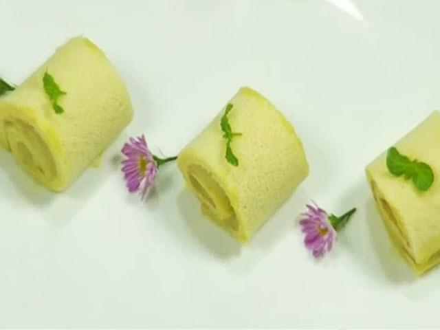 Bánh bông lan cuộn chuối mềm xốp, thơm ngọt ăn là mê