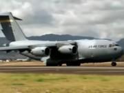 Tin tức trong ngày - Siêu phi cơ Mỹ liên tiếp đáp xuống sân bay Nội Bài