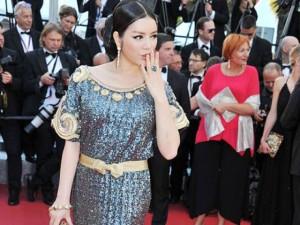Ảnh Lý Nhã Kỳ xuất hiện trên báo nước ngoài tại Cannes