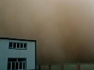 """Phi thường - kỳ quặc - Video: Bão cát """"nuốt chửng"""" cả thành phố trong vài phút"""