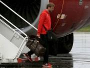 Bóng đá - Liverpool trở về Anh dưới mưa lạnh và cô độc