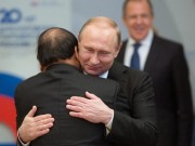 Tin tức Việt Nam - Ông Putin nồng thắm ôm Thủ tướng Nguyễn Xuân Phúc