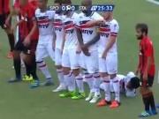 Bóng đá - Cầu thủ Brazil phát minh cách lập hàng rào cực dị