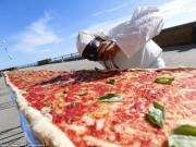 Ẩm thực - Choáng với chiếc bánh pizza dài hơn 1,8km