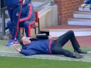 """10 khoảnh khắc  """" điên """"  đáng nhớ của Van Gaal tại MU"""