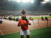 Bóng đá - Người đẹp Brazil chơi bóng điêu luyện với giày cao gót