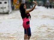 """Cười 24H - Những hình ảnh """"bi hài"""" trong mùa ngập lụt"""