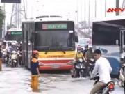 Video An ninh - Giao thông Hà Nội hỗn loạn sau mưa lớn