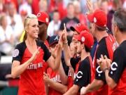 Thể thao - Nữ HLV xinh đẹp đi vào lịch sử thể thao