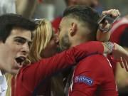 """Bóng đá - Ghi bàn, SAO Atletico được bồ hoa hậu """"thưởng nóng"""""""