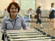 Tin tức trong ngày - Nữ nhân viên sân bay trả lại cả tỷ đồng khách bỏ quên