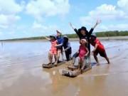 Du lịch - Thú vị trò trượt mong ở bãi biển Trần Đề