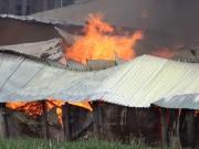 Tin tức trong ngày - TP.HCM: Xưởng gỗ rộng gần 1.000m2 đổ sập trong khói lửa