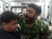 Phi thường - kỳ quặc - Chàng trai Ấn Độ trổ tài cắt tóc bằng miệng