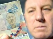 Phi thường - kỳ quặc - Anh: Đổi hộ chiếu vì ảnh giống hệt trùm phát xít Hitler