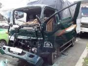 Tin tức trong ngày - Gọi xe cẩu giải cứu tài xế kẹt trong cabin bẹp dúm