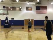 Thể thao - Bóng rổ: Ảo diệu với pha sút bóng vào rổ ghi điểm