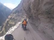 Thế giới - Đi mô tô trên cung đường nguy hiểm nhất thế giới