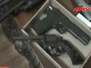 """Video An ninh - Choáng với """"kho"""" vũ khí nóng trong nhà con nghiện"""
