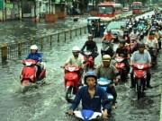 Tin tức trong ngày - Sóng cuồn cuộn trên phố Sài Gòn sau cơn mưa 20 phút