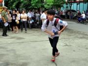 Giáo dục - du học - Thi vào lớp 10 ở HN: Thí sinh chạy thục mạng vì muộn giờ