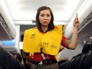 Tin tức trong ngày - Chuyên viên Sở VH-TT-DL xé áo phao ngay trên máy bay