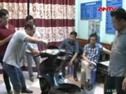 Video An ninh - Đột kích nhà nghỉ, bắt 15 bánh heroin trong xe máy