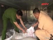 Video An ninh - Rùng mình container chở 29 tấn chất phụ gia lậu từ TQ