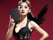 """Thời trang Hi-tech - Dàn mỹ nữ khoe vẻ đẹp """"bốc lửa"""" bên tablet"""