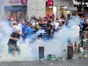 Bóng đá - Hỗn chiến với cảnh sát, fan Anh đổ máu tại Marseille