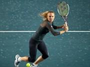 Thể thao - Bị sỉ nhục, mỹ nhân tennis cãi nhau tay bo với fan