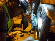 Tin tức trong ngày - Theo chân những 'hiệp sĩ' vá xe đêm miễn phí trên quốc lộ 51