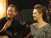 Ca nhạc - MTV - Lâm Chi Khanh lặng lẽ ủng hộ bạn thân hát Bolero