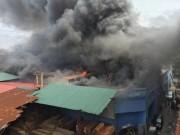 Video An ninh - Hà Nội: Cháy lớn tại xưởng gỗ trên đường Trường Chinh