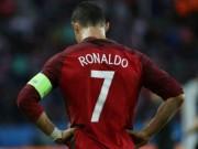 """Bóng đá - Ảnh đẹp Euro 19/6: Ronaldo làm """"tan nát"""" trái tim người Bồ"""