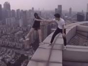 """Bạn trẻ - Cuộc sống - Sốc với cặp đôi chụp ảnh """"tự sướng"""" trên nóc tòa nhà"""