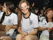 """Bóng đá - Người đẹp nước Đức ấn tượng với fan """"Xe tăng"""" tại TP.HCM"""