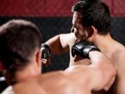 """Thể thao - Khi võ sĩ UFC nổi điên: Hôn gió bị tát """"méo mặt"""""""
