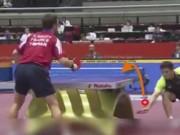 Thể thao - VĐV điêu đứng vì pha vớt bóng ghi điểm từ đáy bàn