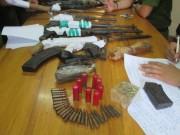 """An ninh Xã hội - Bắt trùm bán ma túy thủ cả """"kho"""" súng K59, súng AK, lựu đạn"""